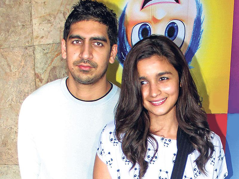 Alia Bhatt was spotted with an arm sling at a movie screening where Ayan Mukerji accompanied her. (Photo: Shakti Yadav)