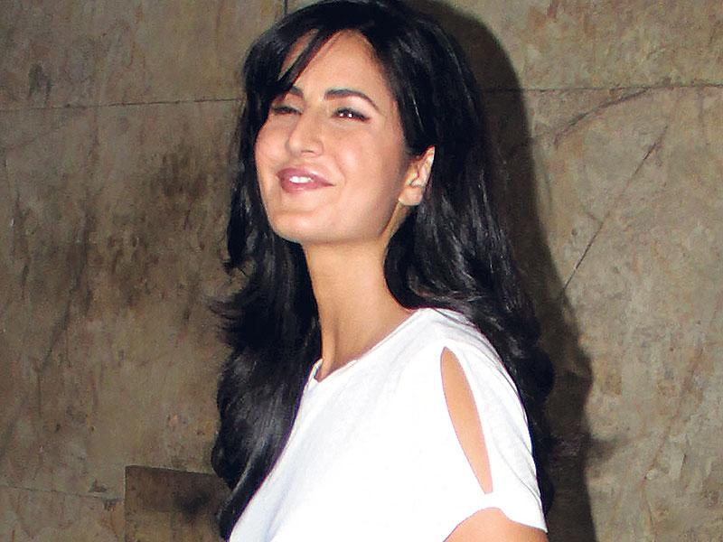 Katrina Kaif smiles for the shutterbugs as she enters the venue for a private movie screening in Mumbai. Ranbir Kapoor was also present at the screening. (Photo: Shakti Yadav)
