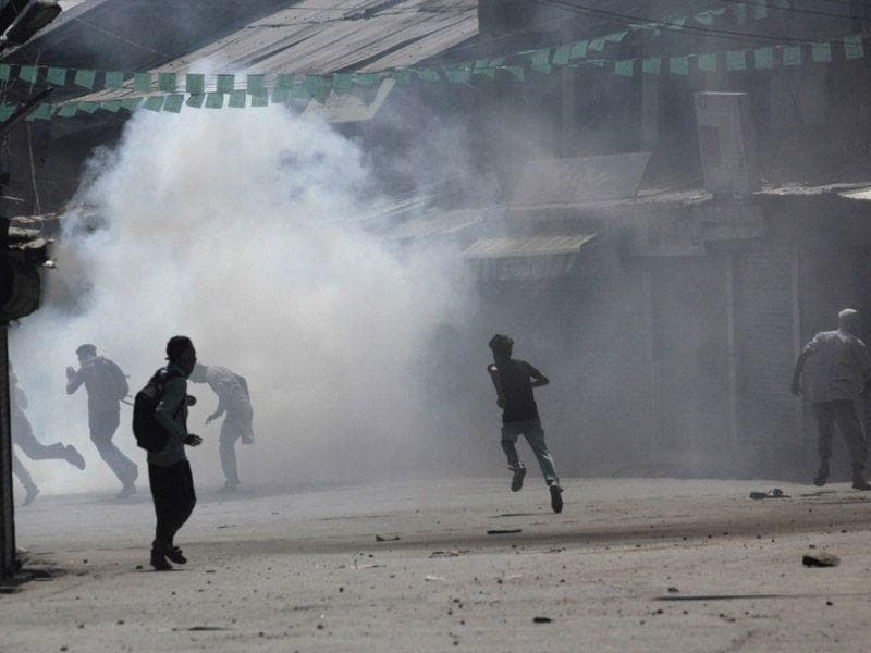 Massive clashes broke out in Anantnag's Lal Chowk area where several smoke shells were burst and police vehicles chased the protesters to quell protest. Waseem Andrabi/HT