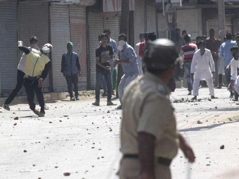 Protesters clashed with the security forces in Anantnag's Lal Chowk area. Waseem Andrabi/HT