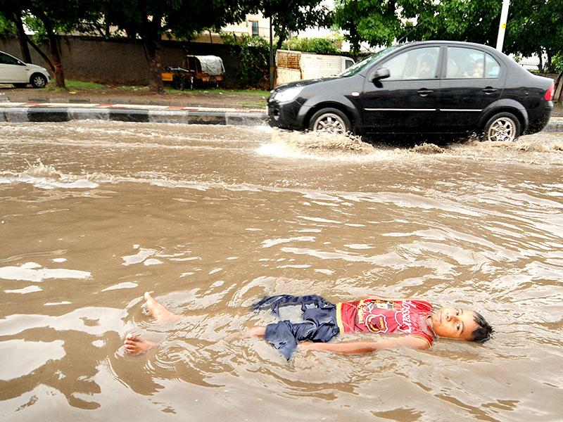 Mohali's waterlogged streets have made it nearly impossible for people to get to work. (HT Photo)
