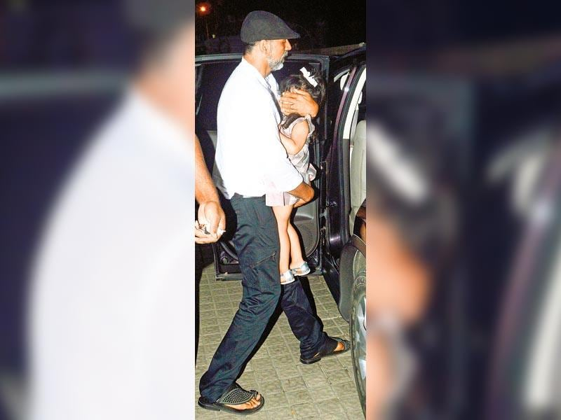 Akshay Kumar, was seen leaving a Juhu cinema hall, shielded his daughter, Nitara Khanna Bhatia's, face from the photographers. (HT photo)