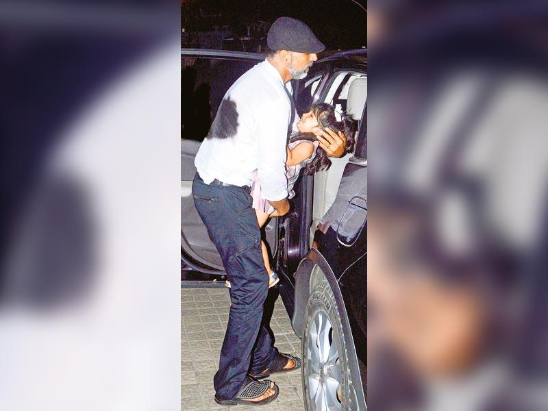 Akshay Kumar, who was seen leaving a Juhu cinema hall, shielded his daughter, Nitara Khanna Bhatia's, face from the photographers by covering it with his hand. But, clearly, that didn't go as per plan. (HT photo)
