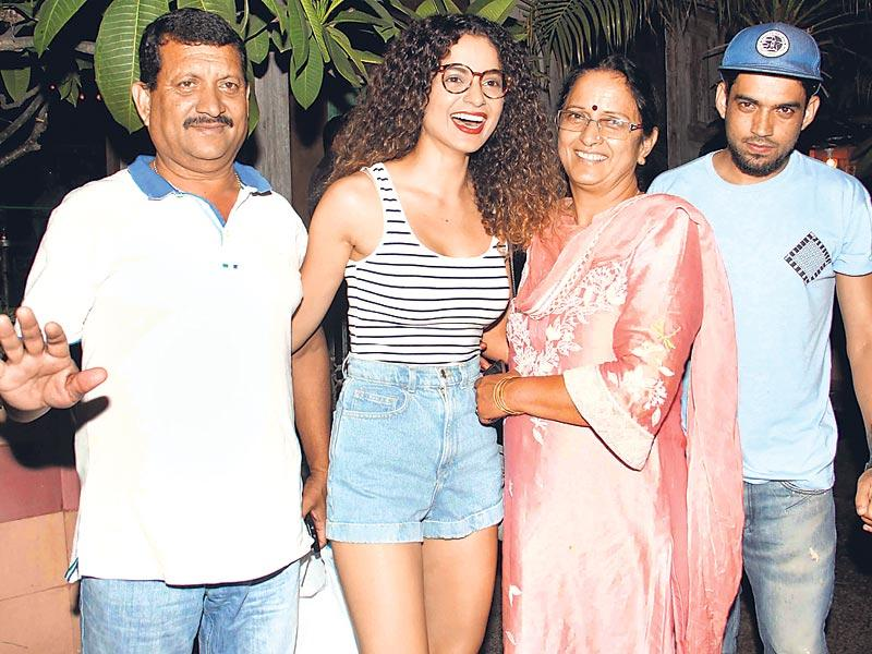 Kangana Ranaut (second from left) took her father, Amardeep Ranaut (far left), mother Asha Ranaut and brother Akshit Ranaut (right) to a Bandra (W) eatery for dinner. (HT photo)