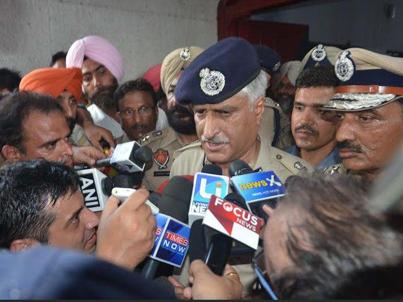 Punjab Police DGP Sumedh Singh Saini addressing press conference after the operation to flush out the militants got over. Sameer Sehgal/HT