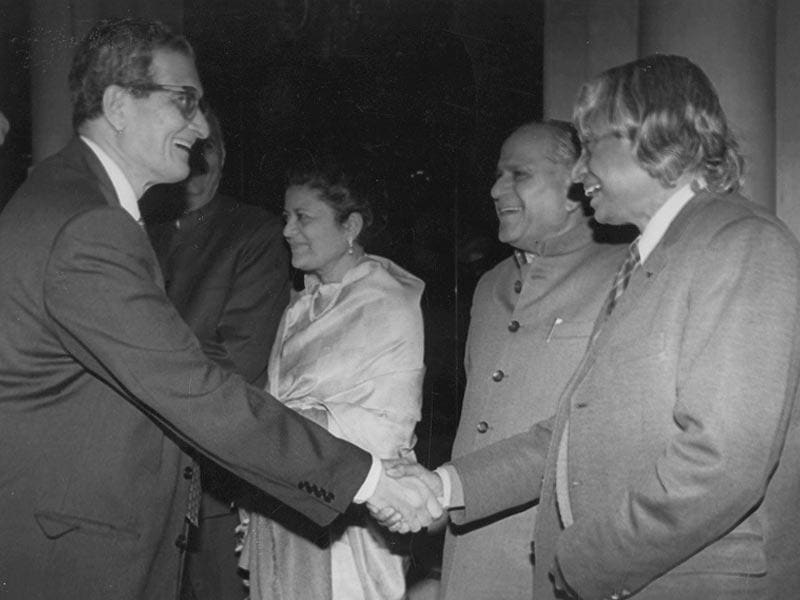 Nobel Laureate Amartya sen with Kalam at a reception hosted in Sen's honour at Rashtrapati Bhavan, on January 3, 1999. (PTI file photo)