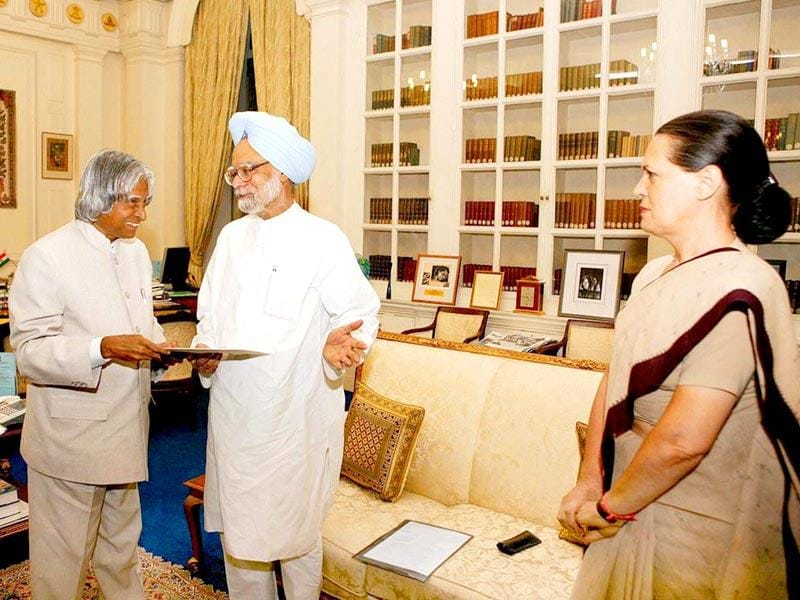 Kalam with former prime minister Manmohan Singh and UPA Chairperson Sonia Gandhi in New Delhi, in May 2004. (PTI file photo)