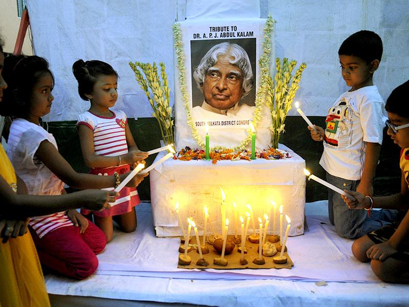 Tributes being paid to the former president in south Kolkata. (HT Photo/Ashok Nath Dey)