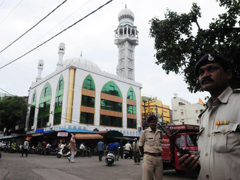 An alert was sounded in entire MP in view of hanging of Yakub Memon. Police force was deployed at some localities in Bhopal. (Mujeeb Faruqui/HT)