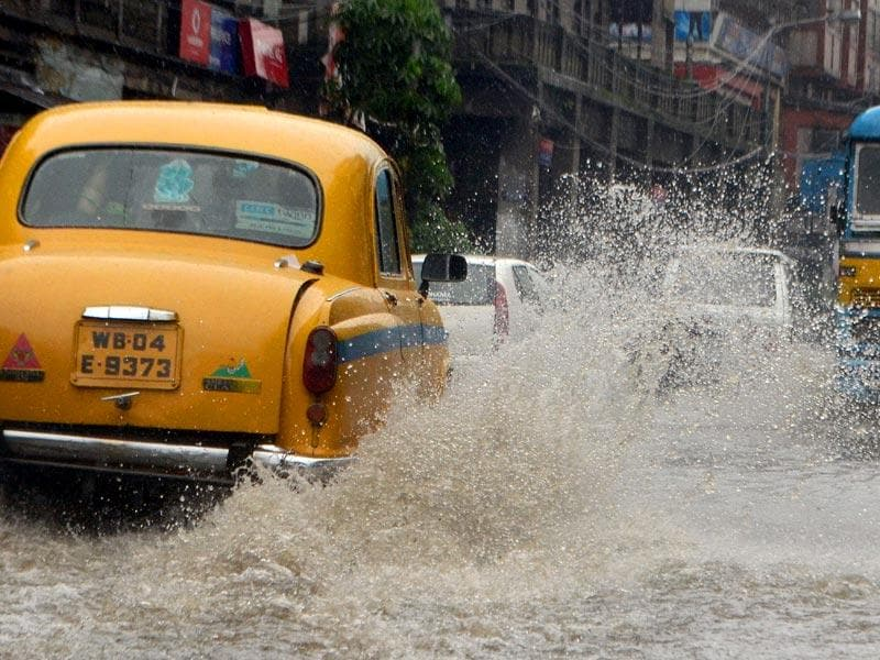 Cabs and buses wade through waterlogged streets at Central Avenue, on Saturday. (Prateek Choudhury/ HT Photo)