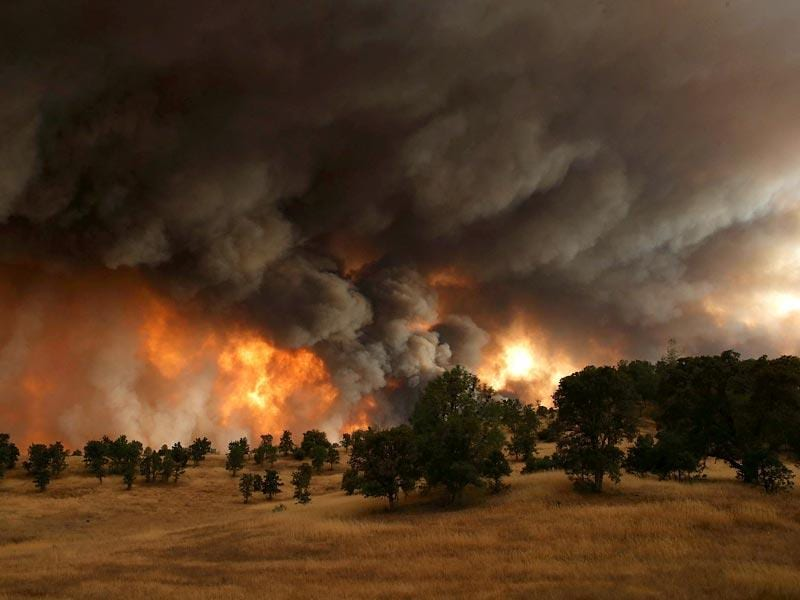 A large plume of smoke rises from the Rocky Fire near Clearlake, California. Over 1,900 firefighters are battling the Rocky Fire that burned over 22,000 acres since it started on July 29. (AFP Photo)