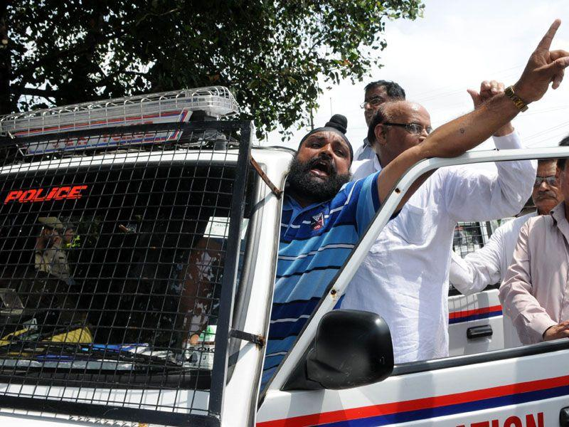 Congress supporters continued to shout slogans against the ruling government as the police arrest them, in Jammu on Sunday Nitin Kanotra/HT