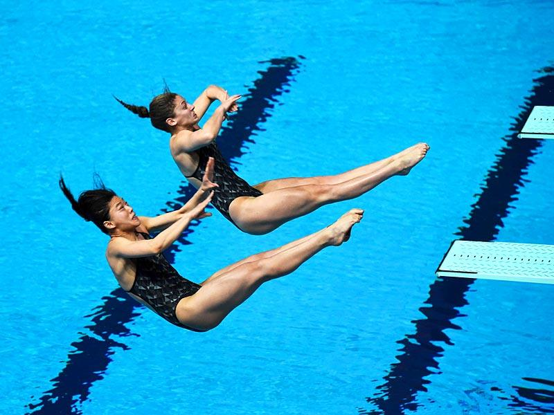 Australia's divers Samantha Mills and Esther Qin compete in the women's 3m springboard synchronised diving final. (AFP Photo)