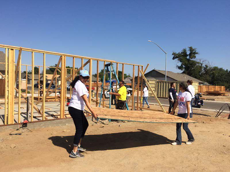 Volunteers in Modesto, US help build homes with Habitat for Humanity. Photo: Sikh Coalition