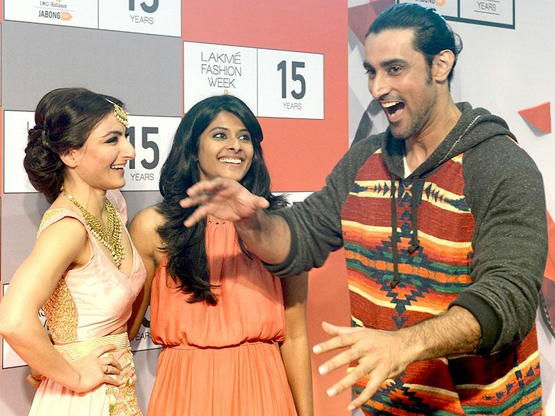 Soha Ali Khan and actor Kunal Kapoor share a joke as they pose after a curtain raiser press conference for the upcoming Lakme Fashion Week Winter/Festive 2015. (AFP Photo/ Indranil Mukherjee)