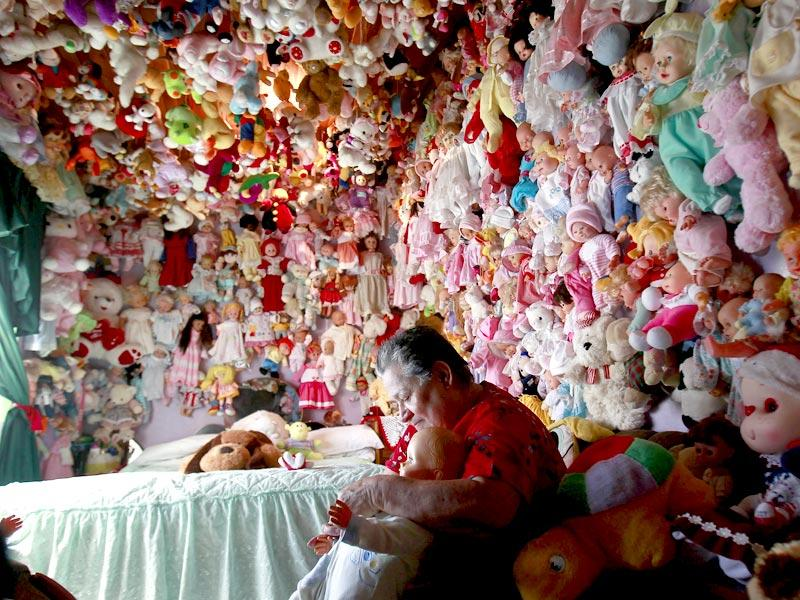 Adela Rojas, a 70-year-old woman from Heredia, Costa Rica, has a collection of 4,500 dolls at her home. (Reuters Photo/ Juan Carlos Ulate)