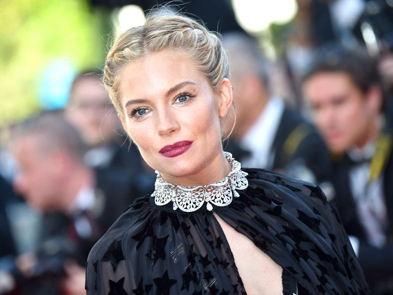 Surely one of the standout looks of the 2015 Cannes Film Festival: Actor and member of the jury Sienna Miller opted for a cute braided crown and sophisticated deep plum red lips on the Croisette.