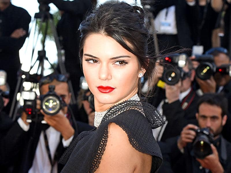 Defying the nude lips trend we saw at the 2015 Cannes Film Festival was model Kendall Jenner, who went for classic Hollywood glamour at the Youth screening, wearing black eyeliner, rosy cheeks and a precise, full red pout.