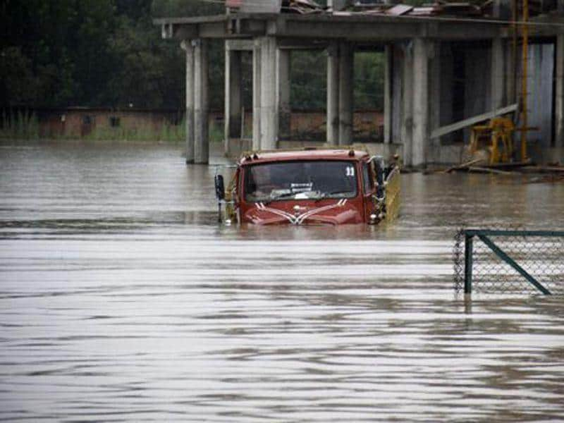 A vehicle submerged in floodwater in Srinagar during the 2014 floods. HT File Photo
