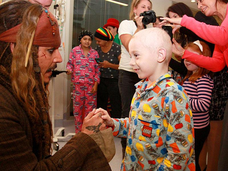 Hollywood actor Johnny Depp met the kids of Lady Cilento Children's Hospital in Brisbane on Tuesday dressed in his full Jack Sparrow costume. (Photos: Facebook)