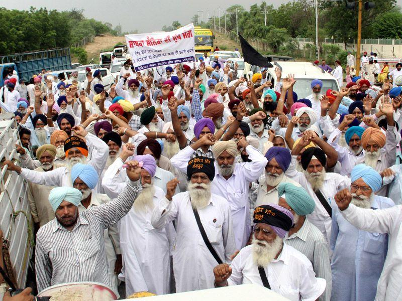 The rally was organised under the aegis of India Ex Services League, Punjab. Sanjeev Kumar/HT