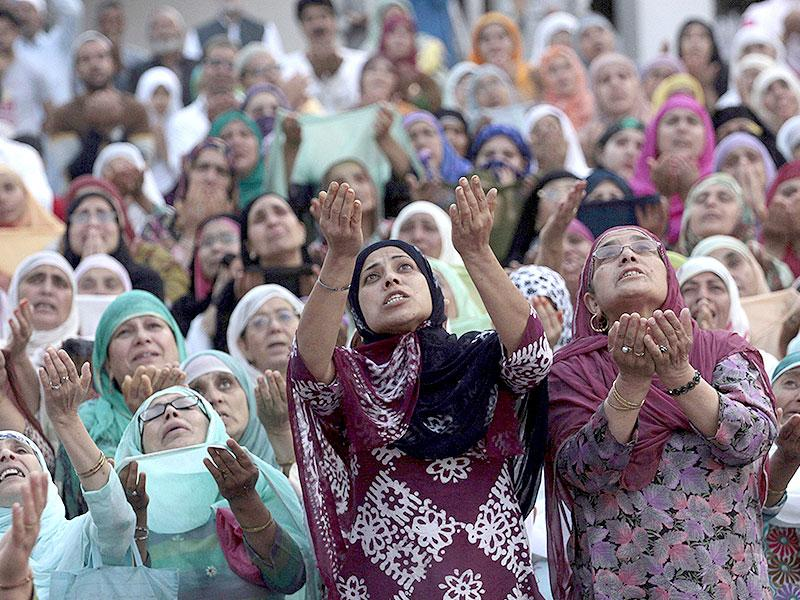 Kashmiri Muslim women cry upon seeing a relic, believed to be a hair from the beard of the Prophet Mohammad, displayed to devotees on the death anniversary of Hazrat Ali at Hazratbal shrine (Reuters Photo)