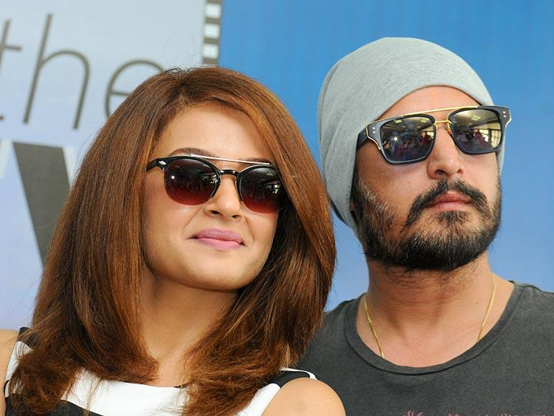 Jimmy Sheirgill and Surveen Chawla had come to promote their upcoming Punjabi film 'Hero Naam Yaad Rakhi' (HT Photo)