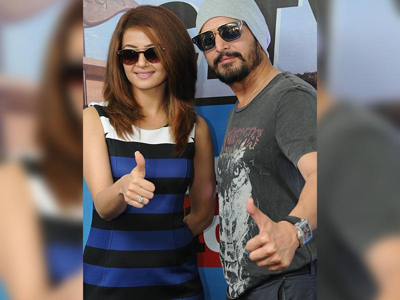 The pretty Surveen Chawla and the charismatic Jimmy Sheirgill at HT house, Mohali on Thursday. (HT Photo)