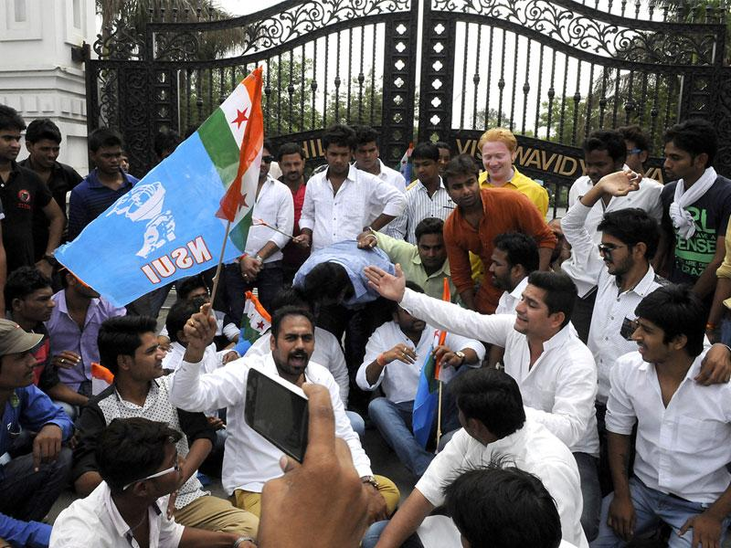 NSUI members put lock on University Teaching Department of DAVV in Indore on Friday. Bandh call given by NSUI over Vyapam scam evoked good response. (Shankar Mourya/HT)