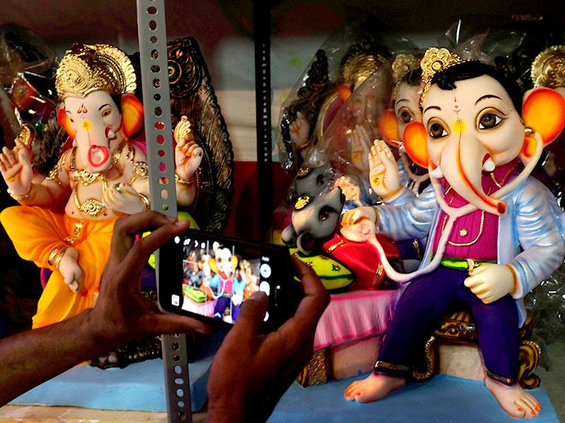 Lord Ganesh idol depicting him as a doctor inspecting a mouse is kept in a shop at Lalbaug. Ganesh Chaturthi will be celebrated on September 17 across the country. (Kalpak Pathak/HT photo)