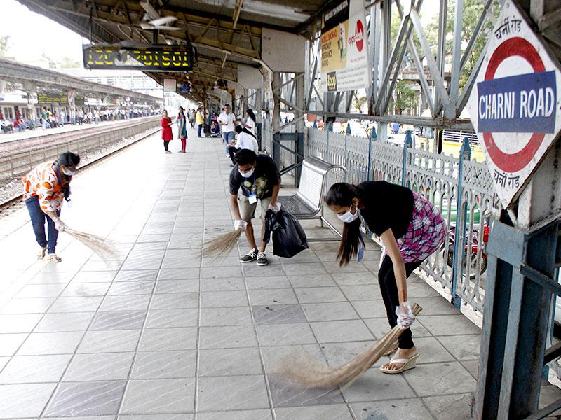 Students of Wilson College cleaned the premises of Charni Road Station. The college has adopted Charni Road station for one year as part of Swachh Bharat Abhiyaan. (Photo: Bhushan Koyande)