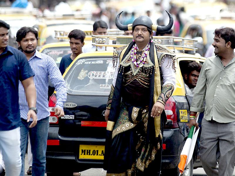 A protester dressed up as Yamraj, the lord of death, was spotted in Mumbai. The Mumbai Pradesh Youth Congress had staged a protest demanding fair probe in the Vyapam scam outside BJP office in Mumbai. (Kunal Patil/HT photo)