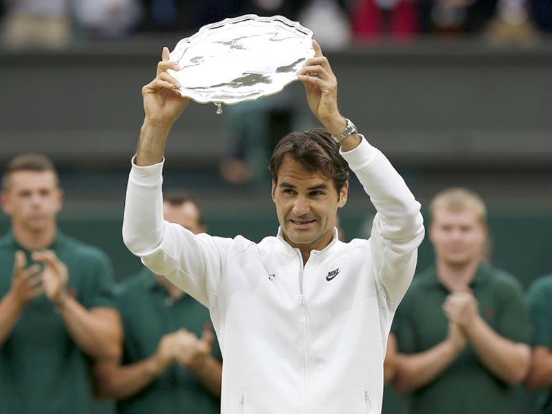 Roger Federer holds the runners-up trophy after losing to Novak Djokovic in the men's singles final match, during the presentation on day thirteen of the 2015 Wimbledon Championships at The All England Tennis Club in Wimbledon, southwest London. (AFP Photo)