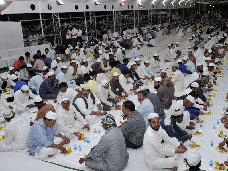 Roza iftaar programme at the chief minister's residence in Bhopal on Tuesday. (Praveen Bajpai/HT photo)