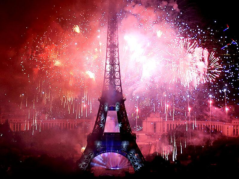 Fireworks light up the sky near the Eiffel Tower to end the traditional Bastille Day celebrations. (Reuters/Pascal Rossignol)