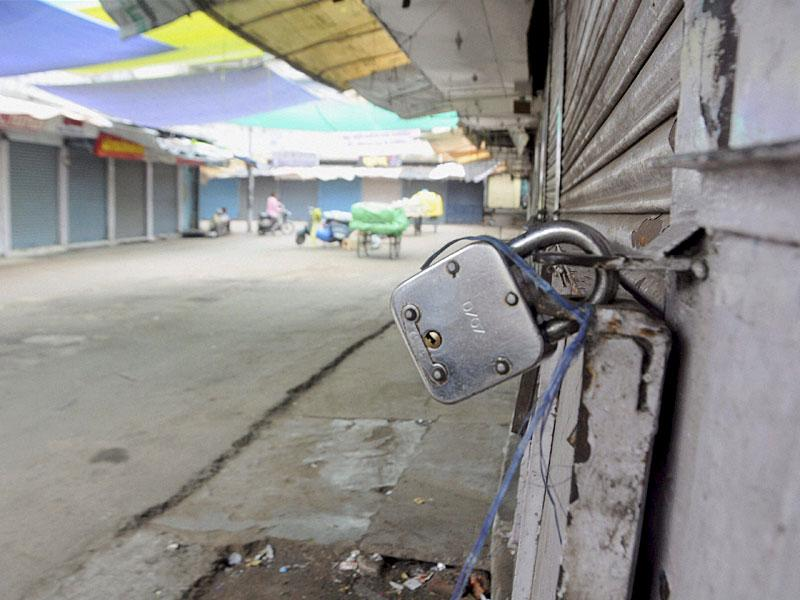 Shops remain closed at Chowk bazar during Madhya Pradesh Bandh called by the Congress against Vyapam Scam in Bhopal. (PTI Photo)