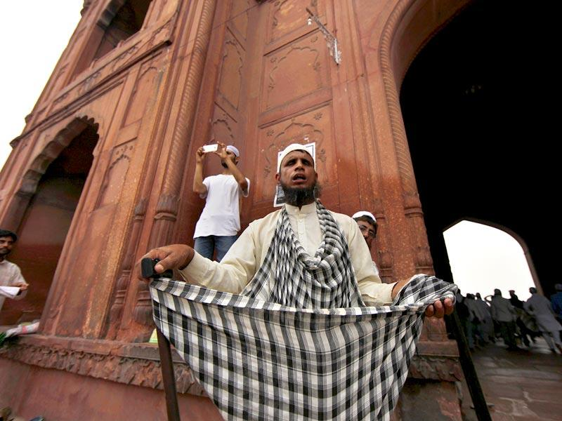 A man begs for alms inside the Jama Masjid during Eid al-Fitr at Jama Masjid in Delhi. The holy month of fasting Ramzan ends with this Eid. (Photo by Arun Sharma/ Hindustan Times)