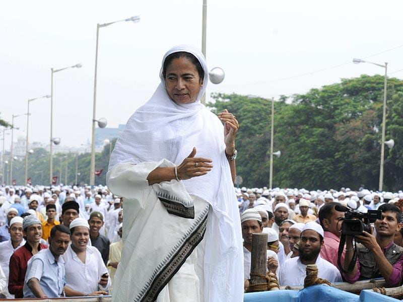 West Bengal chief minister Mamata Banerjee addressing after offering Namaaz on the occasion of Eid al-Fitr at Red Road in Kolkata on Saturday. (Subhendu Ghosh/ HT Photo)