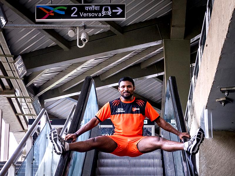 U Mumba player and raider Shabeer Bapu Sharfudheen performs a stunt at the Versova Metro station. (Photo: Ali Bharmal)
