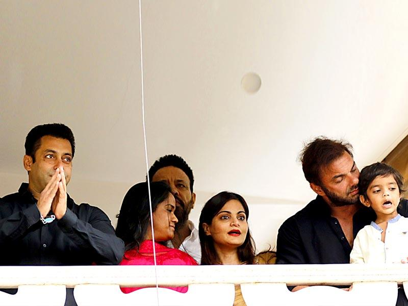 Salman celebrated Eid with his family and came out to meet his fans. (AFP)