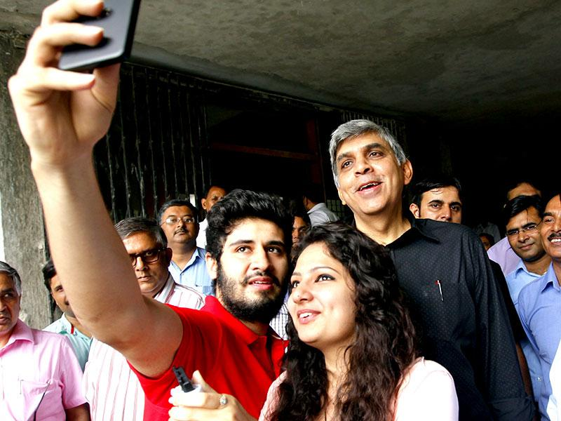 Students taking selfie with Delhi University vice-chancellor Dinesh Singh on the first day of college at Ram Lal Anand College in north campus in New Delhi. (HT Photo/Arun Sharma)