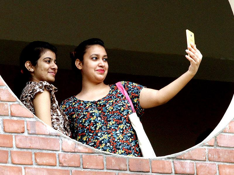 Students taking Selfie on the first day of college at Ram Lal Anand College in north campus in New Delhi, India. (HT Photo/Arun Sharma)