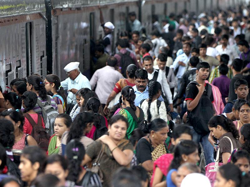 Passengers had to wait for a long time at the railway platforms after heavy rains disrupted suburban train services in Mumbai. (Satish Bate/HT photo)