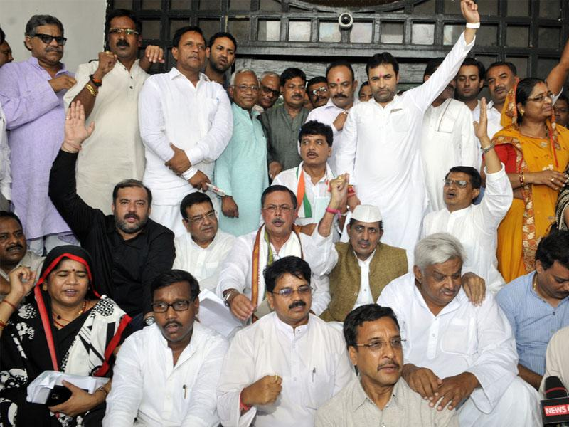 Congress MLAs, led by Leader of opposition Satyadev Katare (in cap), staging a protest outside the state assembly in Bhopal on Wednesday. (Praveen Bajpai)