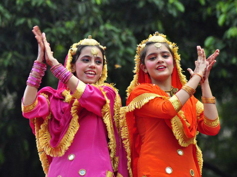 Gidha being performed by girls wearing traditional dresses to mark the exhuberant mood of Teej celebrations. Sikander Singh Chopra/HT