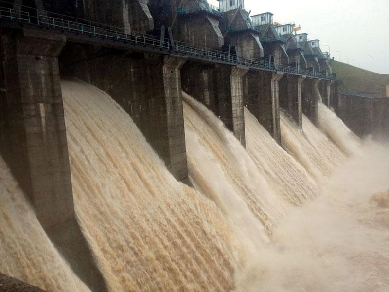 Water gushing out of eight sluice gates at Mahi dam in Sardarpur tehsil of Dhar district on Sunday. (HT photo)