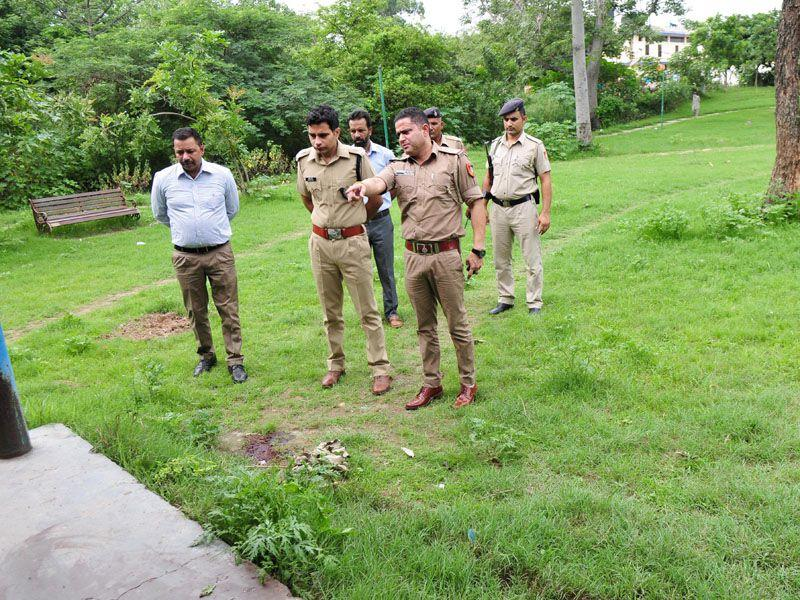 Policemen at the crime spot on the PGIMER premises in Chandigarh on Saturday.