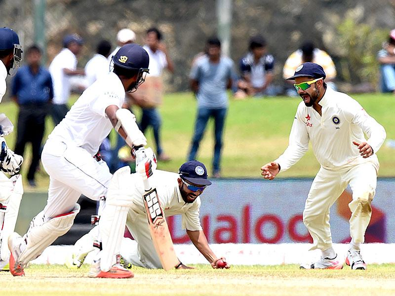 Kohli, right, Rahane, second from right, and wicketkeeper Wriddhiman Saha, left, celebrate the dismissal of Lahiru Thirimanne. (AFP Photo)