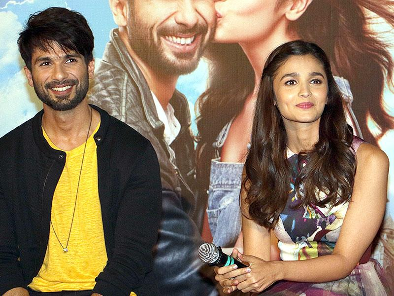 Shahid Kapoor and Alia Bhatt pose for a photograph during a promotional event for Shaandaar. (AFP Photo)