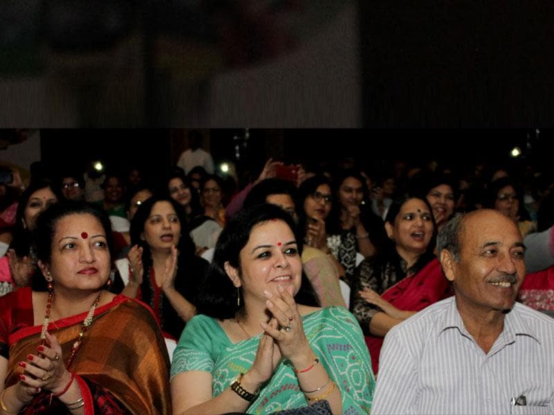 Swayed off their feet by Usha Uthup's amazing energy and stage presence belying her age, most of the educators tapped their feet, clapped, and sang their heart out with her. (Photo/ HT PACE)